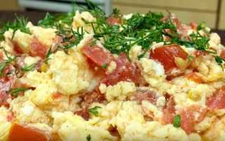 Яичница с солеными помидорами