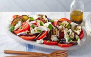 Салат помидоры моцарелла базилик
