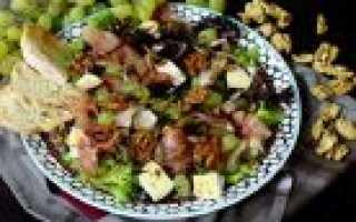 Вкусный салат с виноградом и сыром