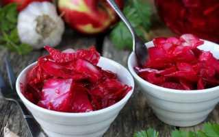 Как засолить капусту с красной свеклой