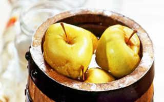 Как замочить яблоки в кастрюле