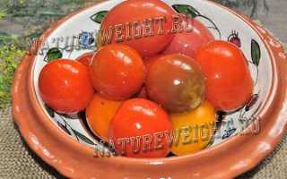 Квашеные бурые помидоры в кастрюле